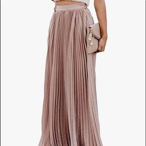 New Women's Pleated Chiffon Maxi Skirt (Size XL)